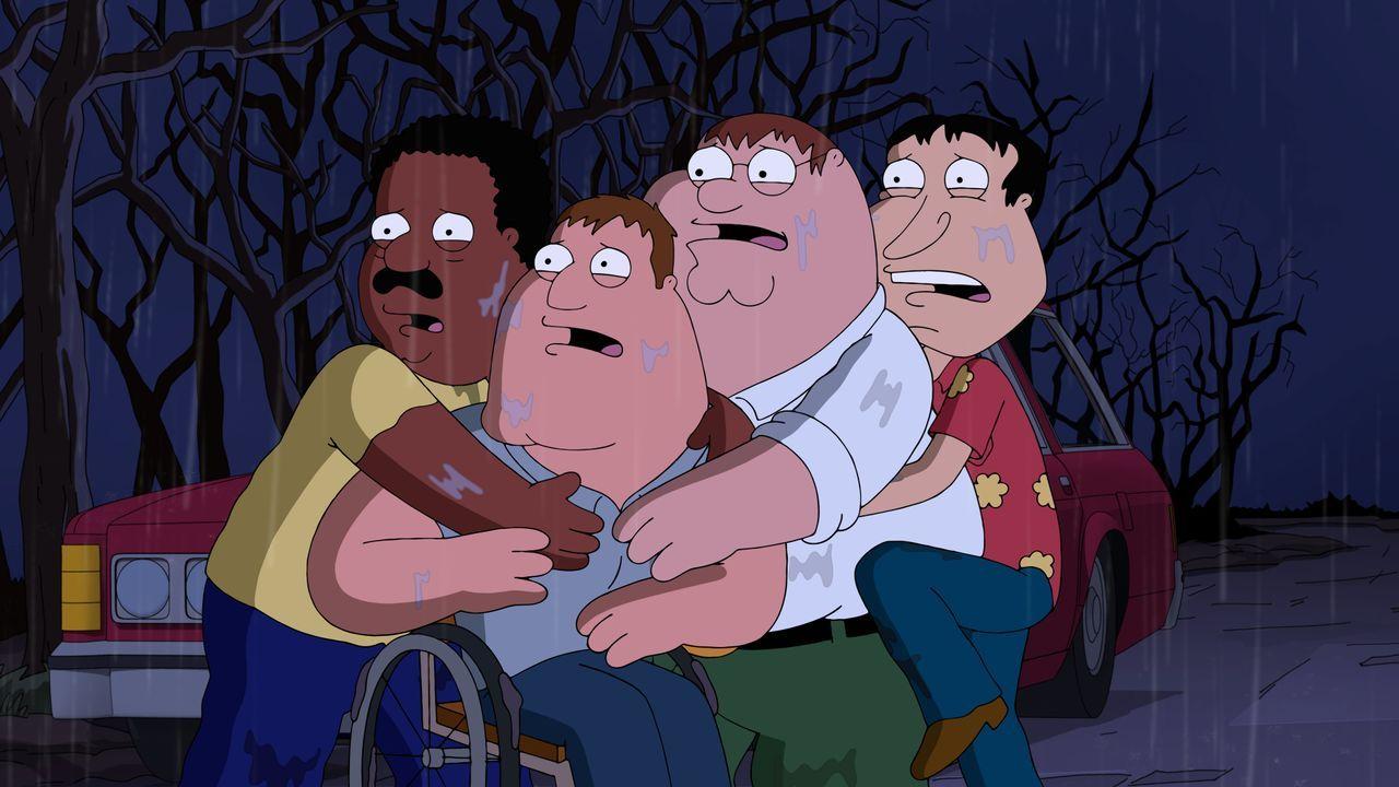 Wollen einen eigenen Horrorfilm drehen - dazu gehen Peter (2.v.r.), Joe (2.v.l.), Cleveland (l.) und Quagmire (r.) in eine alte psychiatrische Ansta... - Bildquelle: 2015-2016 Fox and its related entities. All rights reserved.