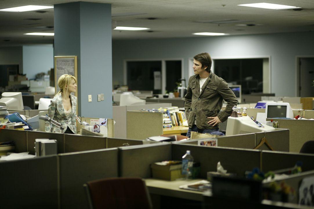 Als Erik Kernan Jr. (Josh Hartnett, r.) von seinem Chef nicht genügend Anerkennung bekommt, sucht er Rat bei seiner Exfrau Joyce Kernan (Kathryn Mor...
