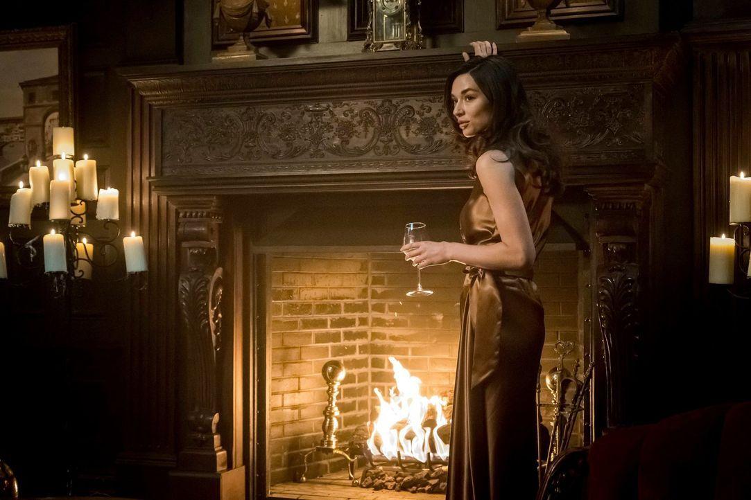 Wie weit wird Sofia Falcone (Crystal Reed) gehen, um Gotham von Pinguin zurückzugewinnen? - Bildquelle: 2017 Warner Bros.