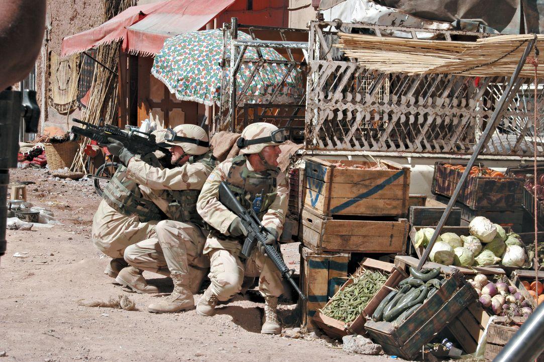 Einige Soldaten sollen vor ihrer Rückkehr nach Amerika einem Arzt Geleitschutz geben. Eigentlich eine harmlose Aufgabe, doch der Fahrzeugkonvoi ger... - Bildquelle: Nu Image