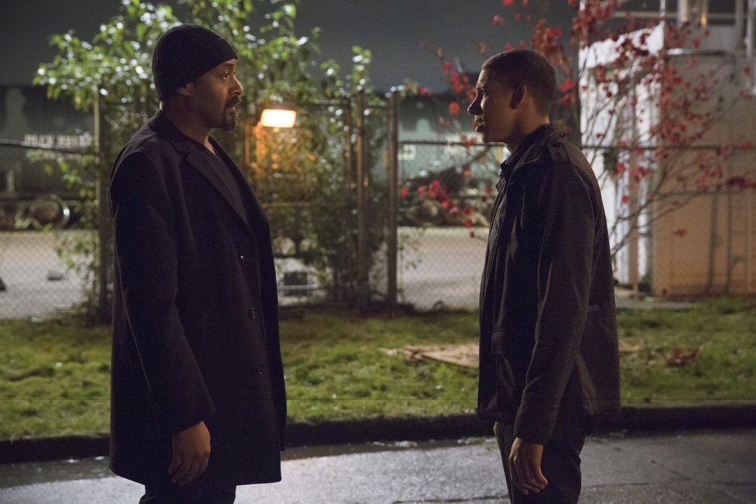 Hat die Vater-Sohn-Beziehung zwischen Joe (Jesse L. Martin, l.) und Wally (Keiynan Lonsdale, r.) überhaupt eine Chance? - Bildquelle: 2015 Warner Brothers.
