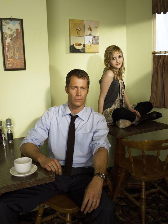 (1. Staffel) - Zufällig landen Jack Carter (Colin Ferguson, l.) und seine Tochter Zoe (Jordan Hinson, r.) in Eureka, einem kleinen Städtchen, in dem... - Bildquelle: Universal Television