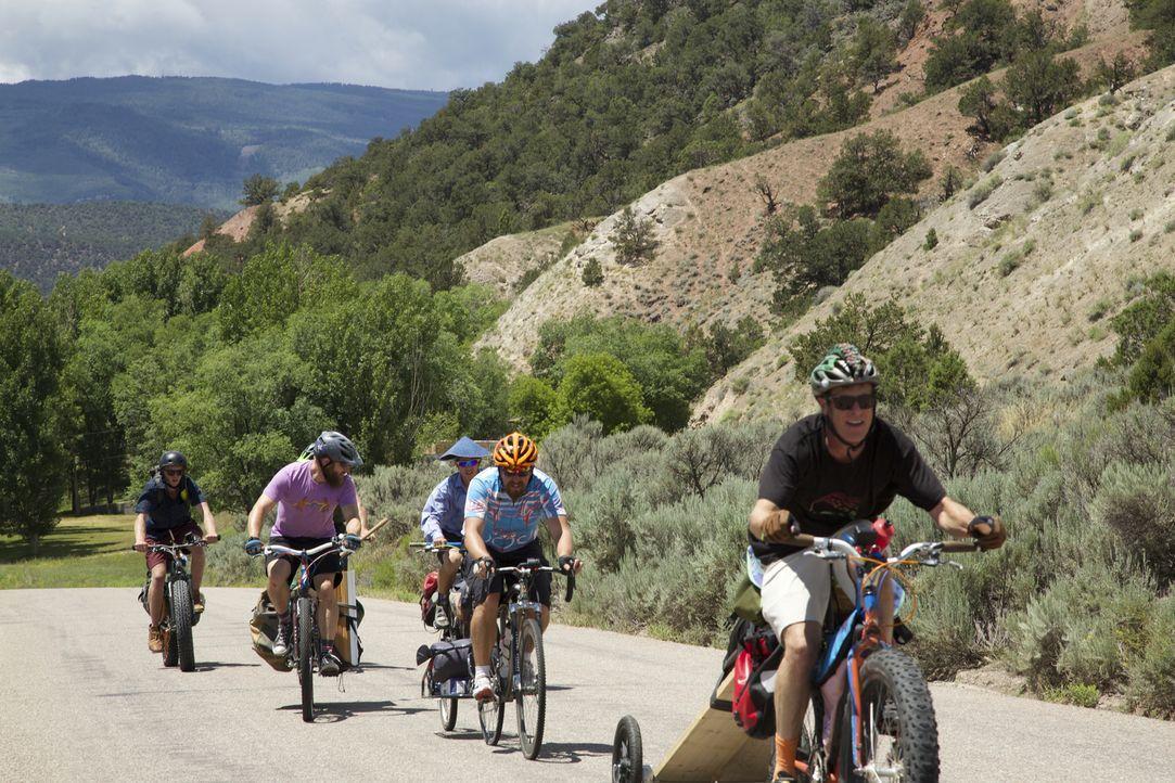 Die rauen Rocky Mountains im Westen Colorados sind ein Traum für tollkühne Outdoorfans wie die Stomparillaz, einer Gruppe von begeisterten Mountainb... - Bildquelle: 2016,DIY Network/Scripps Networks, LLC. All Rights Reserved.