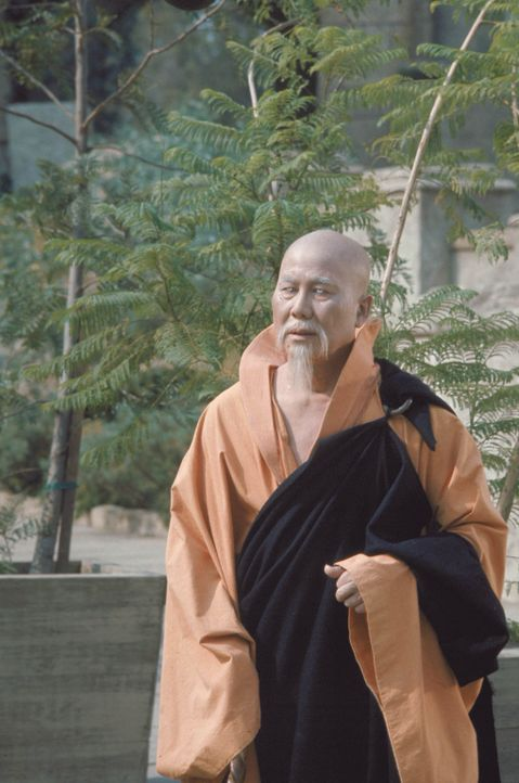 Lehrt den wilden Kwai Chang Caine die Kunst des Kung Fu: Meister Po (Keye Luke) ... - Bildquelle: Warner Bros.