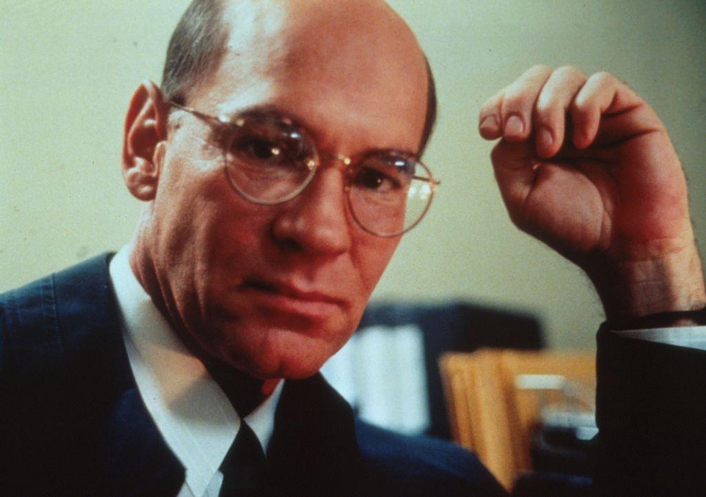 Direktor Skinner (Mitch Pileggi) ist über das Verschwinden der Aktentasche mit den Geheimunterlagen vollkommen außer sich. - Bildquelle: TM +   2000 Twentieth Century Fox Film Corporation. All Rights Reserved.