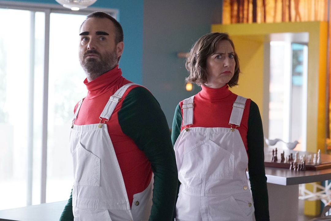 Lässt sich Tandy (Will Forte, l.) wirklich von Carol (Kristen Schaal, r.) einspannen, als es darum geht, das bestmögliche Familienfoto zu machen? - Bildquelle: Kevin Estrada 2016 Fox and its related entities. All rights reserved.