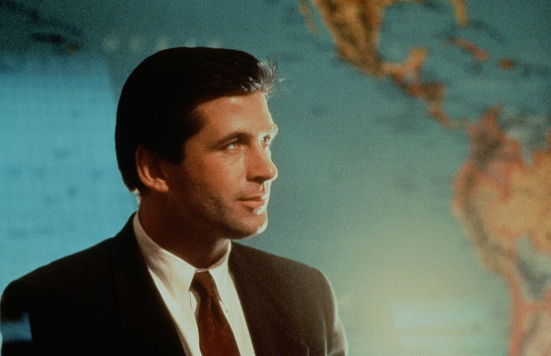 """CIA-Agent Jack Ryan (Alec Baldwin) kann nicht glauben, dass """"Roter Oktober"""" auf Angriffskurs liegt ... - Bildquelle: Paramount Pictures"""