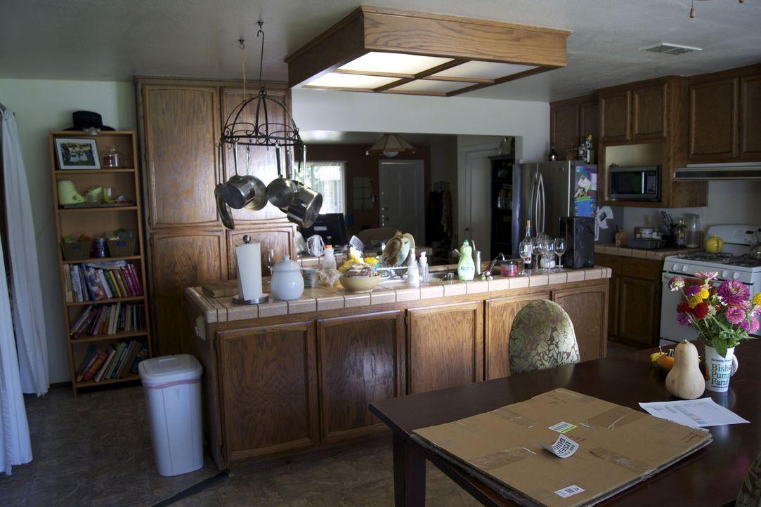 Aus alt wird neu: So sah die Küche vor der Renovierung aus ... - Bildquelle: 2012, DIY Network/Scripps Networks, LLC.  All Rights Reserved.