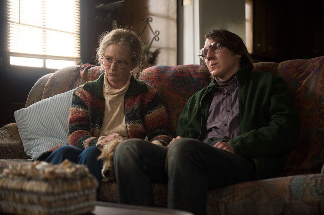 Alex (Paul Dano, r.) Tante Holly (Melissa Leo, l.) hegt ein mörderisches Geheimnis ... - Bildquelle: TOBIS FILM. ALL RIGHTS RESERVED