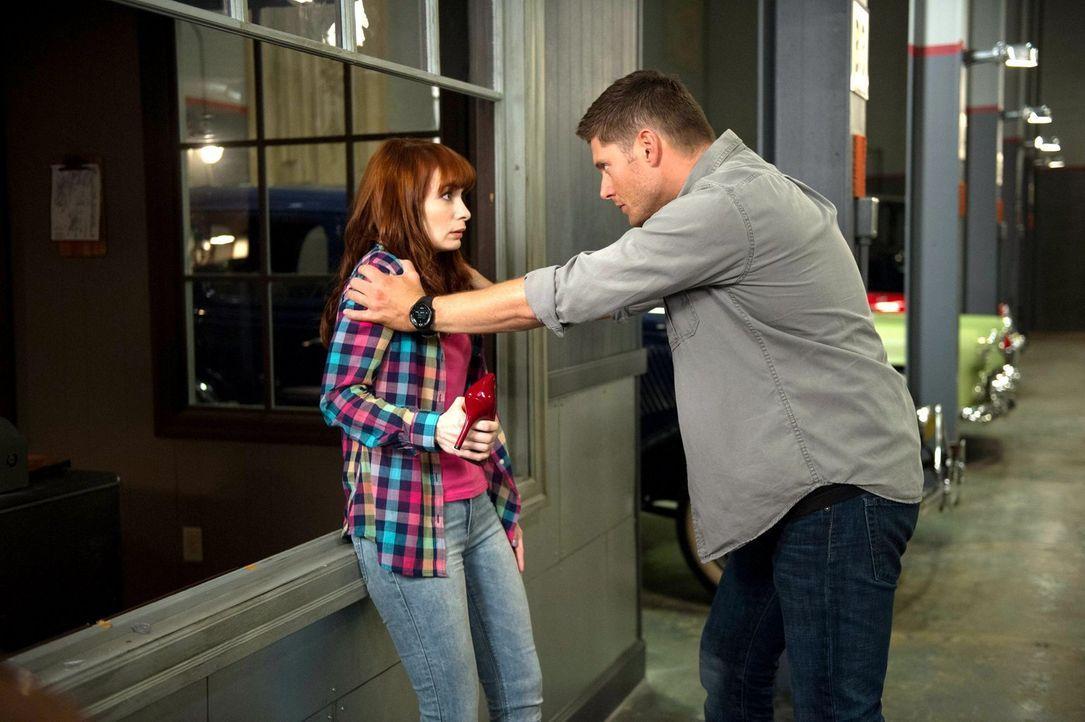 Erst als Charlie (Felicia Day, l.) von der Hexe schwer verletzt wird, wird Dean (Jensen Ackles, r.) bewusst, wie viel ihm die naive IT- Expertin bed... - Bildquelle: 2013 Warner Brothers