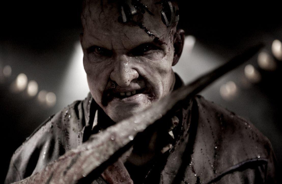 Selbst ein halber Mutant, muss Mitch Hunter (Thomas Jane) mit seinem verwandelten Freund Samuel einen Kampf auf Leben und Tod führen ... - Bildquelle: 2008 Campfame Limited. Mutant Chronicles International, Inc. All rights reserved.