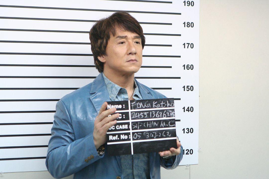 Immer wieder gerät Einbrecher Thongs (Jackie Chan) ins Visier der Polizei. Doch das hindert ihn nicht daran, ein Ding nach dem nächsten zu drehen. E...