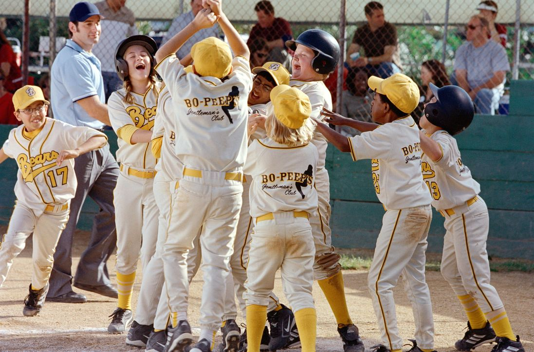 "Damit hätte wohl niemand gerechnet! Eingestiegen als absolute Verlierer, werden die ""Bears"" bald zu den Favoriten der diesjährigen Junioren-Baseball... - Bildquelle: TM &   Paramount Pictures. All Rights Reserved."