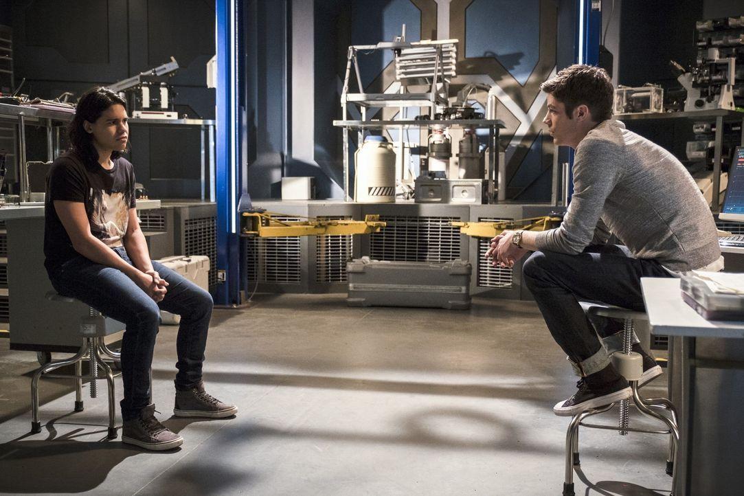 Als Barry (Grant Gustin, r.) sich entschließt, endlich den nächsten Schritt gegen Zoom zu unternehmen, braucht er Ciscos (Carlos Valdes, l.) Unterst... - Bildquelle: Warner Bros. Entertainment, Inc.
