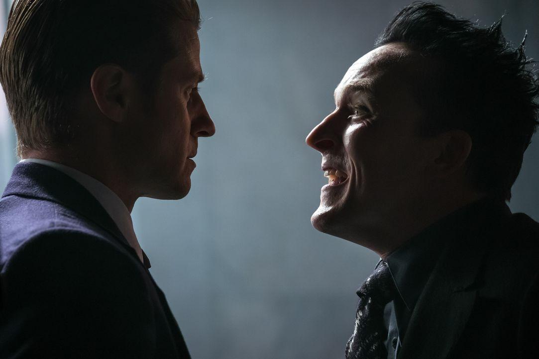 James Gordon (Ben McKenzie, l.); Oswald Cobblepot alias Penguin (Robin Lord Taylor, r.) - Bildquelle: Jeff Neumann 2018 Fox Broadcasting Co. / Jeff Neumann
