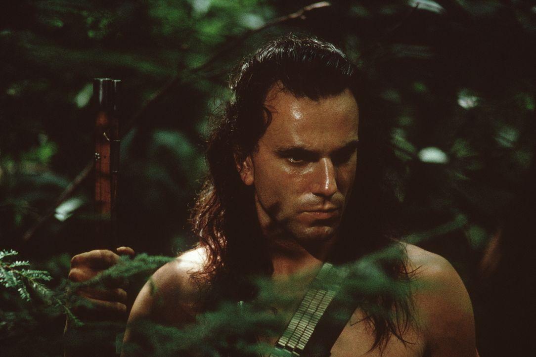 Mutig stellt Hawkeye (Daniel Day-Lewis) seinem Todfeind Magua eine Falle ... - Bildquelle: 20th Century Fox