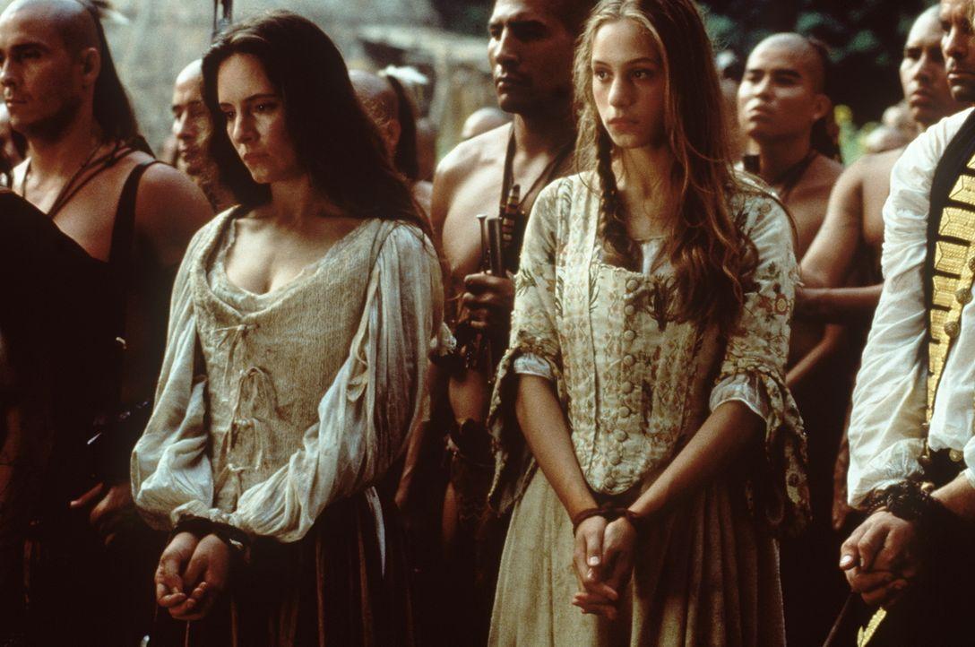 Die englischen Offizierstöchter Cora (Madeleine Stowe, Mitte l.) und Alice (Jodhi May, Mitte r.) fallen den hinterhältigen Huronen in die Hände ... - Bildquelle: 20th Century Fox