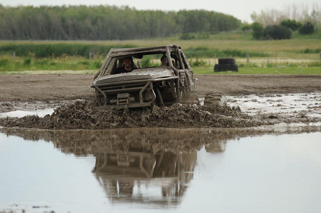 Ricky und seine Kumpels wollen testen, wie sicher ein Auto sein kann ...