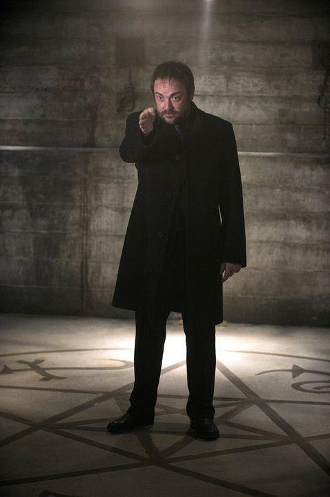 Wird Crowley (Mark Sheppard) seinem guten Freund Dean dieses Mal wirklich helfen können? - Bildquelle: 2013 Warner Brothers