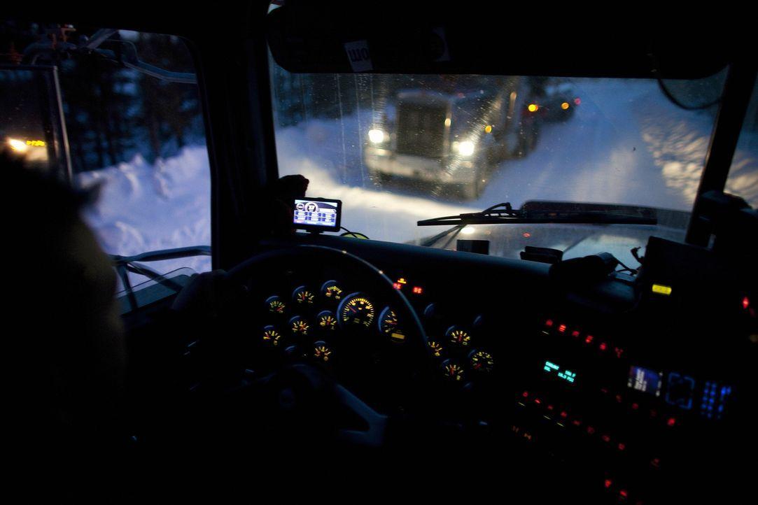 (5. Staffel) - Die Ice Road Truckers sind ständig klirrender Kälte und gefährlichen Winterstürmen ausgesetzt, die jede Tour zum Abenteuer machen, de... - Bildquelle: 2011 A&E Television Networks.   All Rights Reserved.