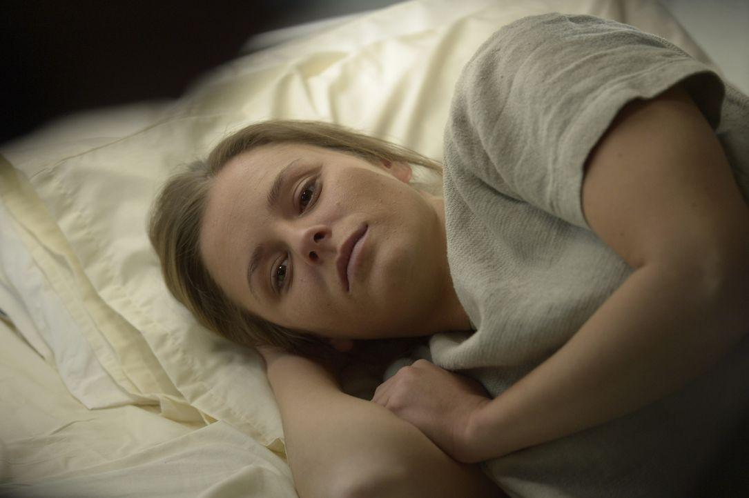 Um ihr Baby am Leben zu erhalten, lässt sich Sarah (Jordan Hayes) auf eine gefährliche Prozedur ein, deren Erfolg nicht einmal garantiert ist ... - Bildquelle: Philippe Bosse 2014 Syfy Media, LLC