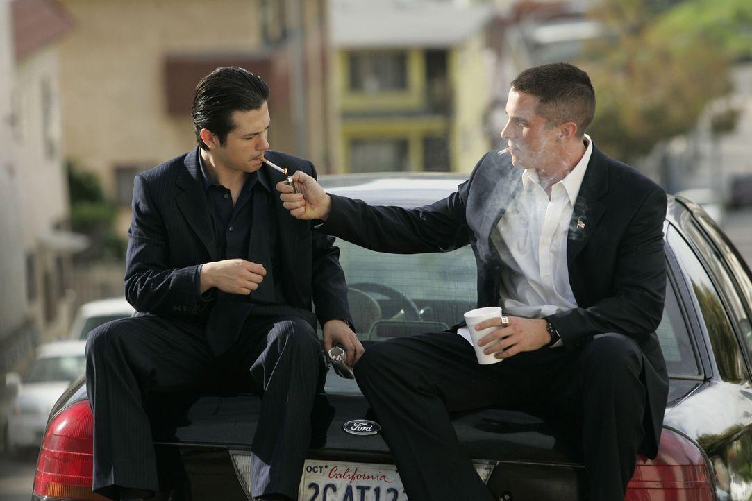 Jim (Christian Bale, r.) strebt eine Laufbahn im Police Departement von L.A. an und möchte seine mexikanische Freundin heiraten, lässt sich jedoch g... - Bildquelle: 2007 Splendid Medien AG