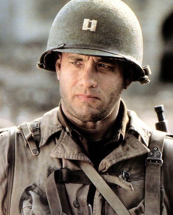 Captain John Miller (Tom Hanks), der Omaha Beach überlebt hat, wird dazu auserkoren, mit einem Team von acht Männern den blutjungen Fallschirmjäger... - Bildquelle: United International Pictures