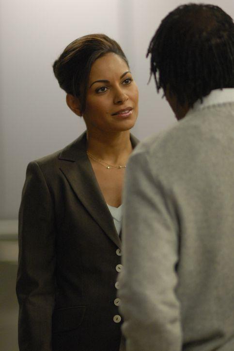 Stehen vor einem Rätsel: Allison (Salli Richardson, l.) und Henry (Joe Morton, r.) ... - Bildquelle: Universal Television