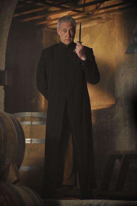 Bruder Adrian (Brent Spiner) - Bildquelle: Steve Wilkie 2012 Universal Network Television LLC. ALL RIGHTS RESERVED. / Steve Wilkie
