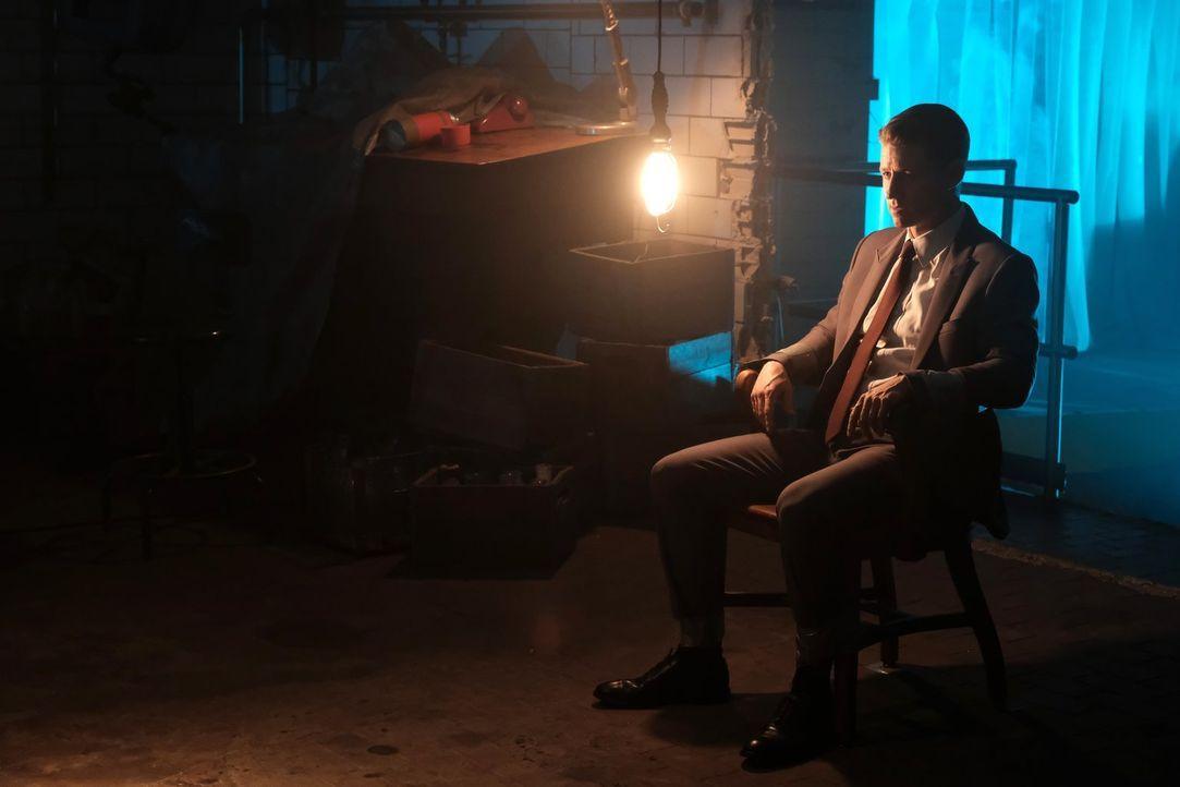 Gerät Gordon (Ben McKenzie) schließlich selber ins Fadenkreuz eines perfiden Killers oder hat der Mörder andere Pläne mit ihm? - Bildquelle: 2017 Warner Bros.