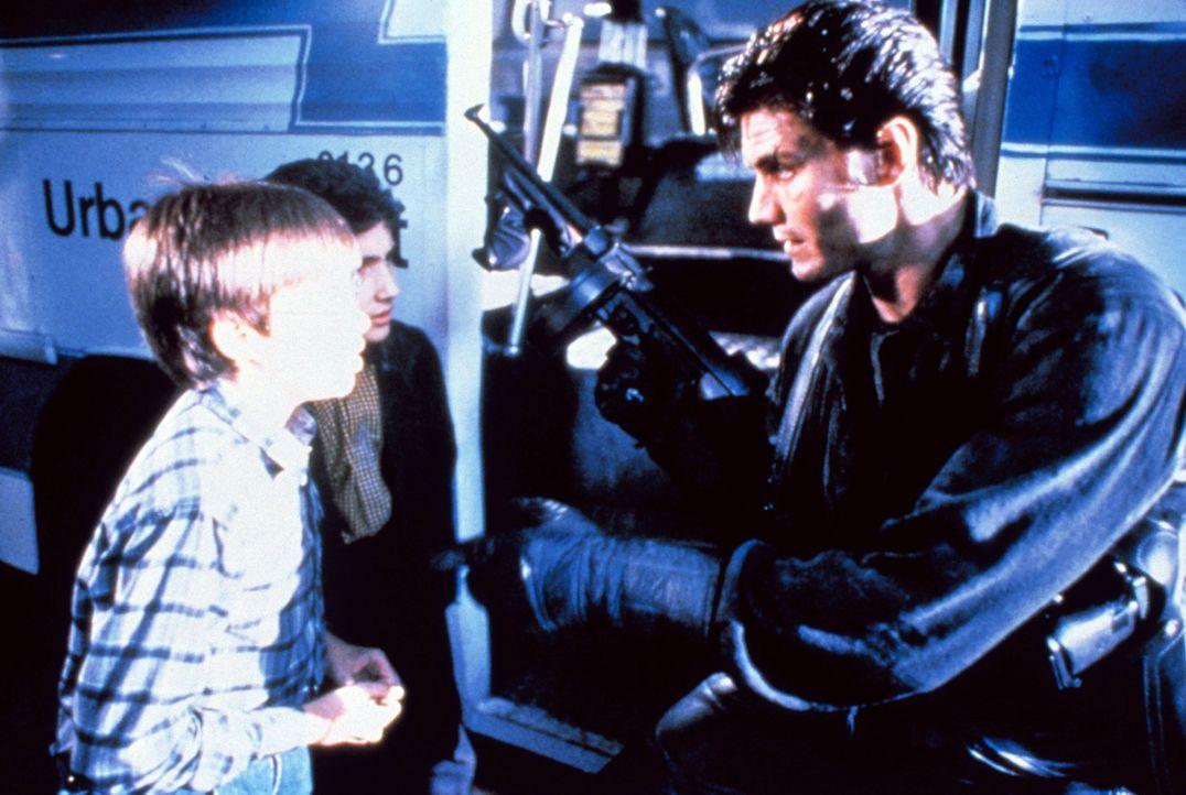 """Als die Yakuza, Asiens stärkstes Verbrechersyndikat, die Kinder der örtlichen Mafia entführt, zwingt der Mafiaboss Franco den kinderlieben """"Punisher... - Bildquelle: 1989 New World Pictures (Australia), Ltd."""