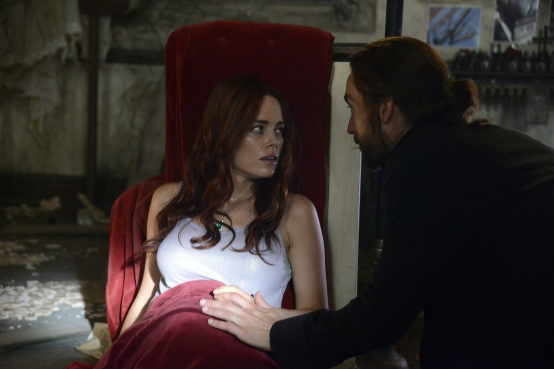 Findet Ichabod (Tom Mison, r.) noch rechtzeitig ein Heilmittel, bevor Katrina (Katia Winter, l.) das Böse auf diese Welt bringt? - Bildquelle: 2014 Fox and its related entities. All rights reserved