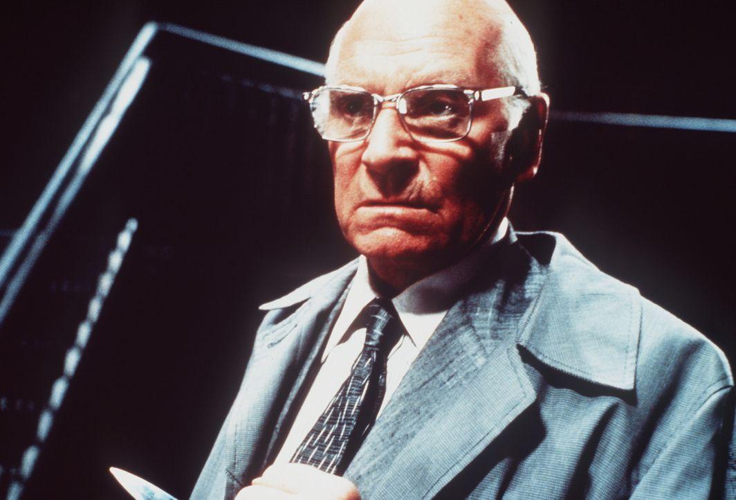 Der ehemalige KZ-Arzt Dr. Szell (Sir Laurence Olivier) kommt nach New York, um sein im Dritten Reich auf grausame Weise erlangtes Vermögen einzustr... - Bildquelle: Paramount Pictures