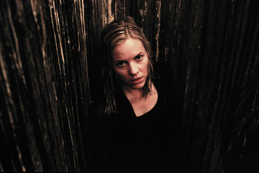 Erst spät erkennt Adelle (Maria Bello), dass es auch für sie ein Leben nach dem Tod gibt ... - Bildquelle: Constantin Film