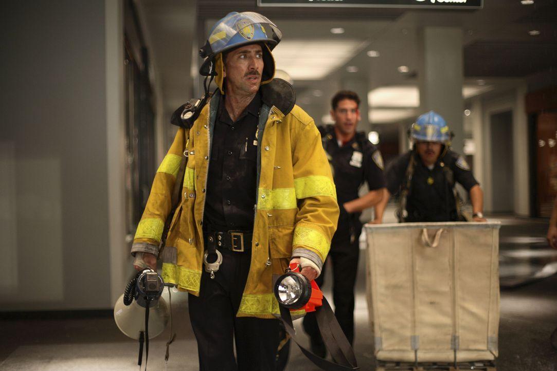 Nachdem das World Trade Center brennt, werden John McLoughlin (Nicolas Cage) und seine Einheit in die U-Bahn-Ebene unter den Türmen geschickt, um d... - Bildquelle: TM &   Paramount Pictures. All Rights Reserved.