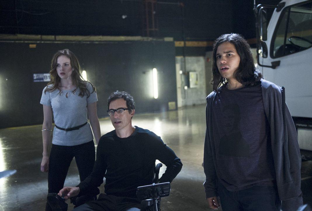 Während eines Kampfes schafft Farooq es, The Flash all seiner Energie zu berauben, so dass er seine Schnelligkeit verliert. Caitlin (Danielle Panaba... - Bildquelle: Warner Brothers.