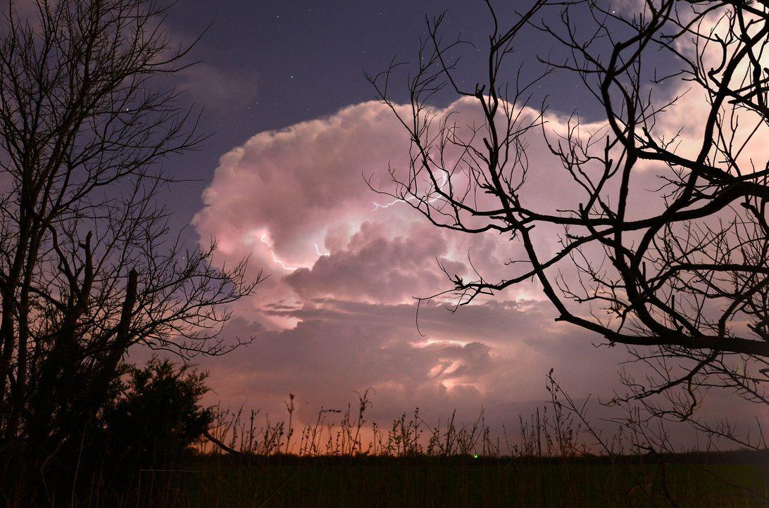 Die letzten Vorbereitungen für die Sturmsaison müssen getroffen werden, denn schon bald geht die Jagd für die Tornado Hunter los ...