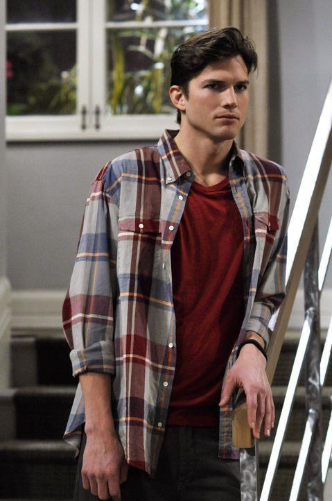 Während Alan hofft, wieder mit Lydnsey zusammen zu kommen, lässt sich Walden (Ashton Kutcher) von Berta einen neuen Look verpassen ... - Bildquelle: Warner Brothers Entertainment Inc.