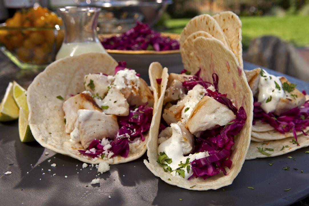Ein mexikanisches Essen ohne Tacos ist kaum vorstellbar. Guy Fieri probiert bei diesen eine Füllung mit gegrilltem Tequila-Limetten-Fisch aus ... - Bildquelle: 2012, Television Food Network, G.P. All Rights Reserved.