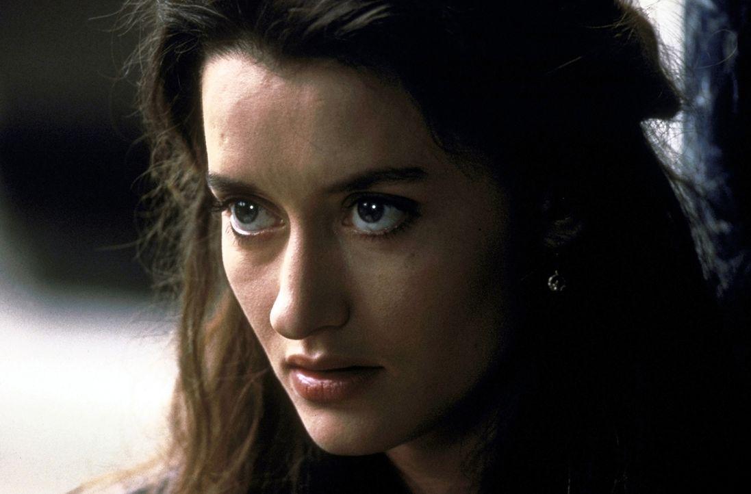 Die junge Irin Megan Doherty (Natasha McElhone) fühlt sich zu dem draufgängerischen Terroristen Francis und seinen Idealen hingezogen ... - Bildquelle: Columbia TriStar