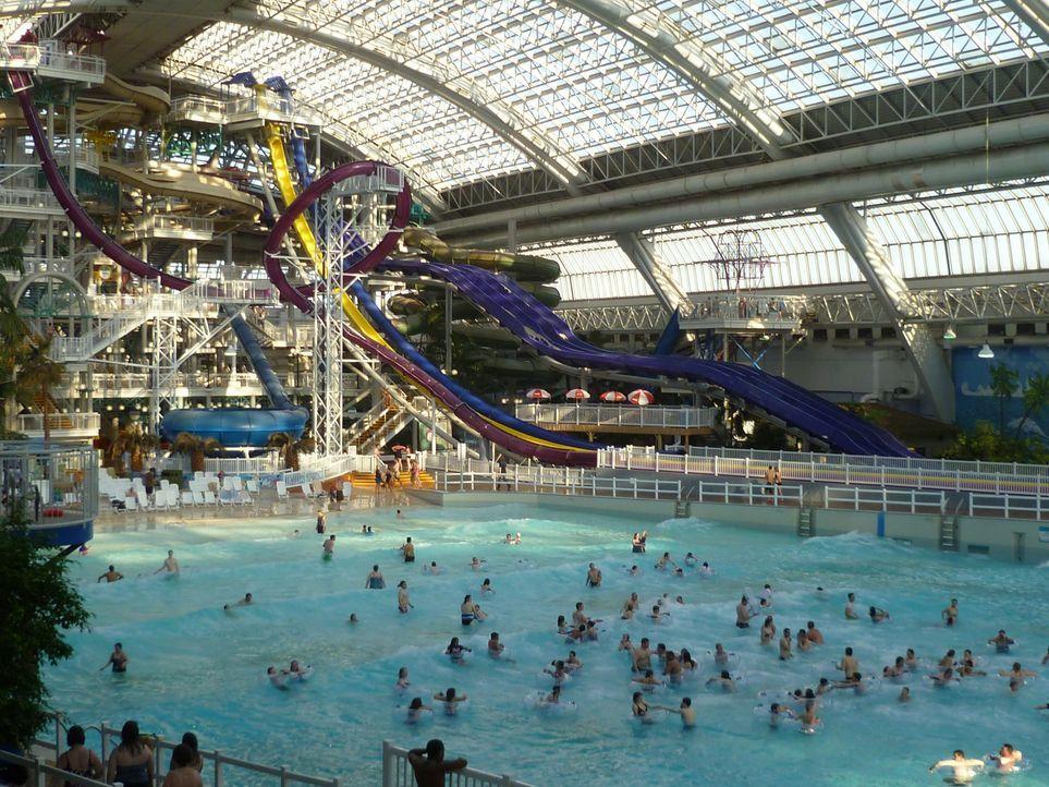 In Edmonton, Kanada, hat der World Waterpark, einer der größten Indoor-Wasserparks der Welt, nicht nur eine waghalsige Wasserrutsche zu bieten ... - Bildquelle: 2016, The Travel Channel, L.L.C. All Rights Reserved.