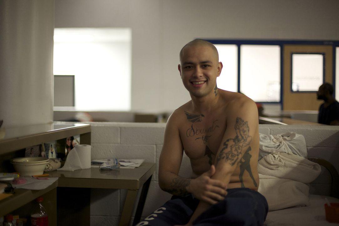 Häftling Ivan Medina in seinem Schlafblock ... - Bildquelle: Bryan Harvey National Geographic Channels