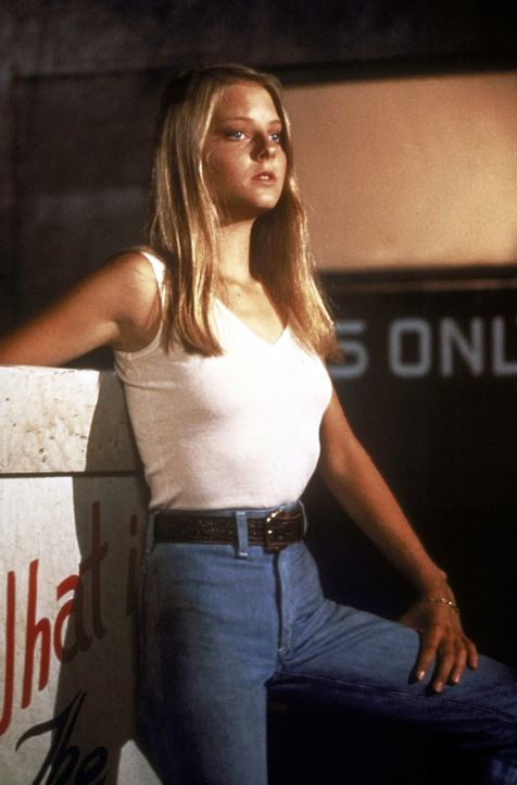 Die erst 12 Jahre junge Iris (Jodie Foster) ist von zuhause ausgerissen und dem Zuhälter Sport in die Hände gefallen, der sie dazu bringt, für ihn a... - Bildquelle: Columbia Pictures