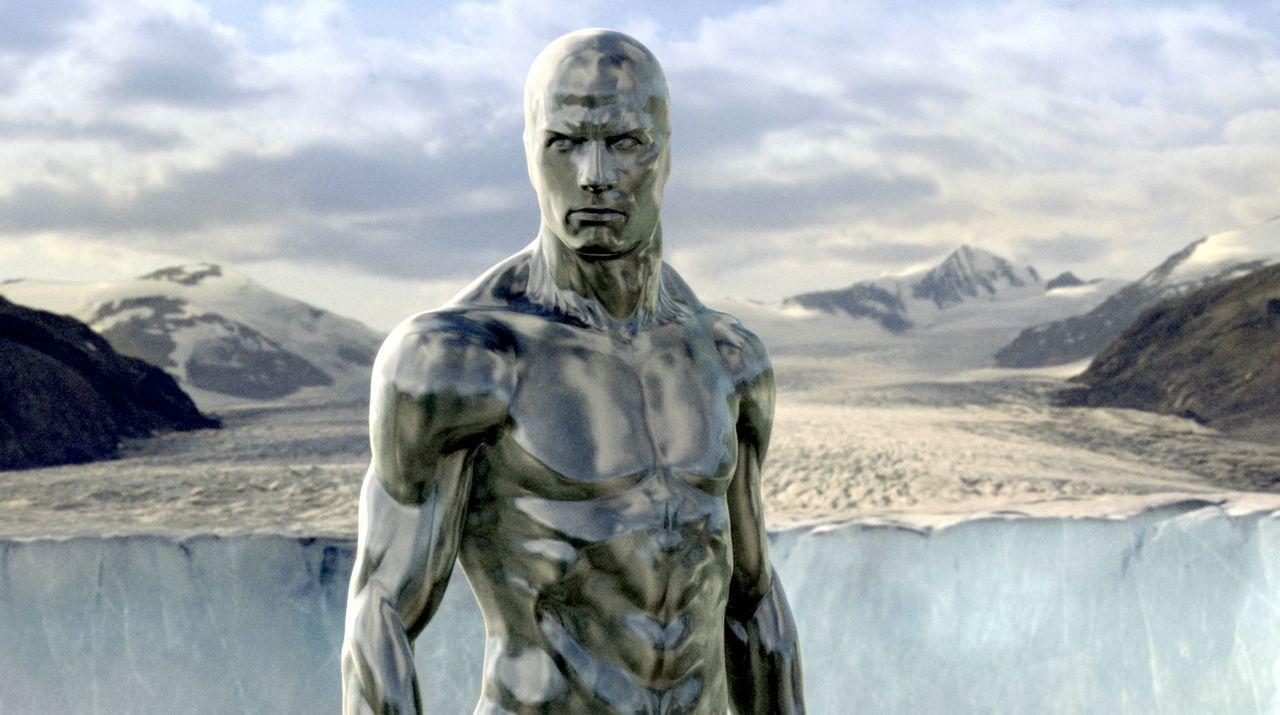 """Der """"Silver Surfer"""" (Doug Jones) ist Bewohner eines fremden Planeten. Noch weiß keiner, dass er für seinen Herrscher Galactus neue Planeten auskun... - Bildquelle: Twentieth Century Fox"""