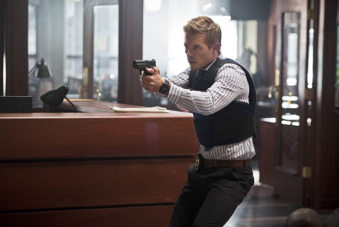 Versucht Iris und Joe aus den Fängen von William Tockman zu retten: Eddie (Rick Cosnett) ... - Bildquelle: Warner Brothers.