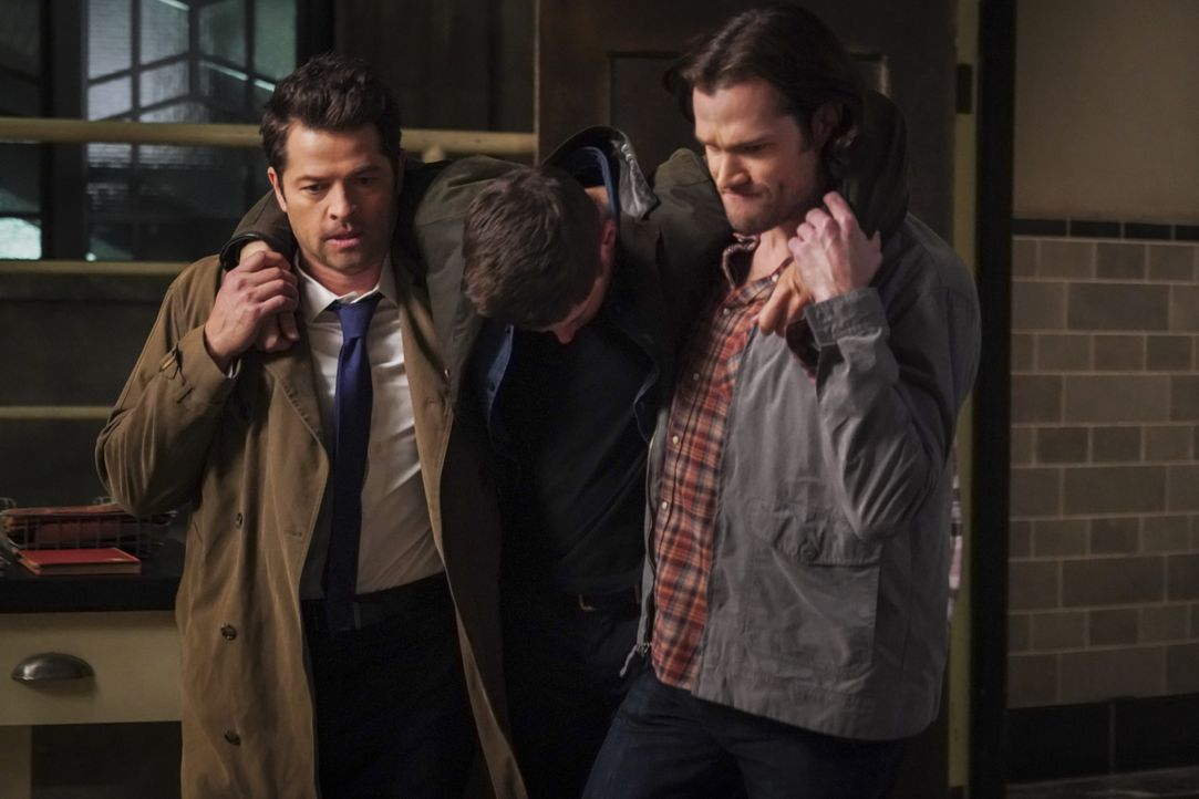 Castiel (Misha Collins, l.); Sam Winchester (Jared Padalecki, r.) - Bildquelle: Shane Harvey 2018 The CW Network, LLC All Rights Reserved / Shane Harvey