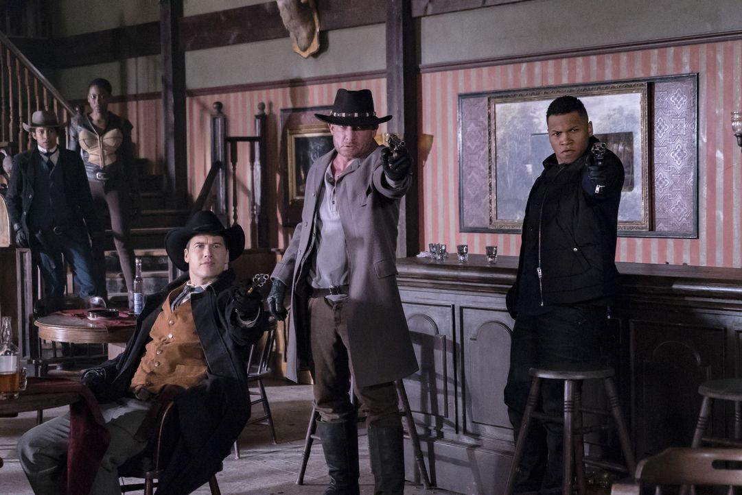 (v.l.n.r.) Wally (Keiynan Lonsdale); Kuasa (Tracy Ifeachor); Nate (Nick Zano); Mick (Dominic Purcell); Jefferson (Franz Drameh) - Bildquelle: 2017 Warner Bros.