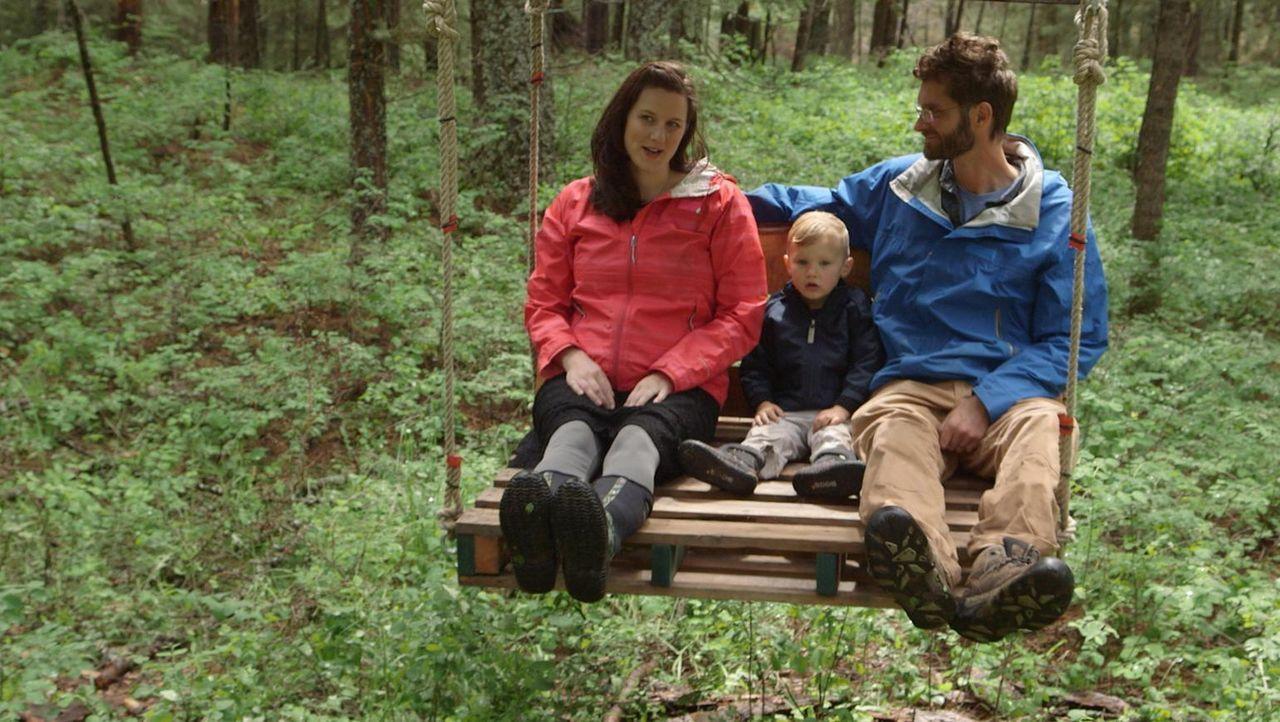 Darin, Kati und ihr Sohn können sich nichts schöneres vorstellen, als oben in den Bäumen zu leben. Deshalb engagieren sie die Treehouse Guys, damit... - Bildquelle: 2016,DIY Network/Scripps Networks, LLC. All Rights Reserved