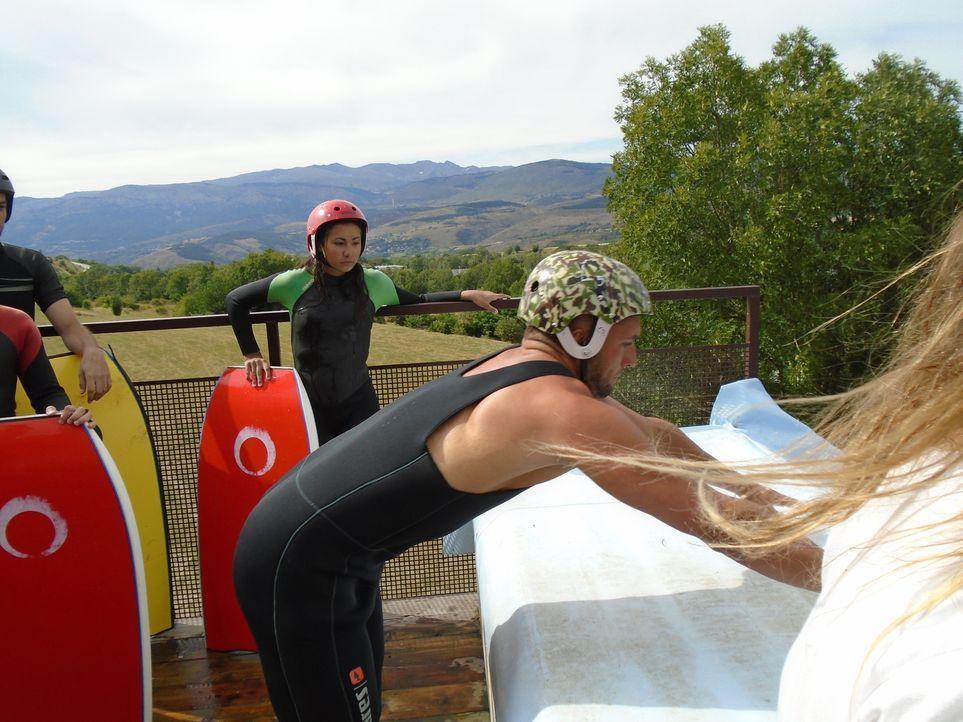 Der Drop-in Cerdanya Water Jump Park steht nicht nur bei Snowboard- und Skifahrern hoch im Kurs ... - Bildquelle: 2016,The Travel Channel, L.L.C. All Rights Reserved.