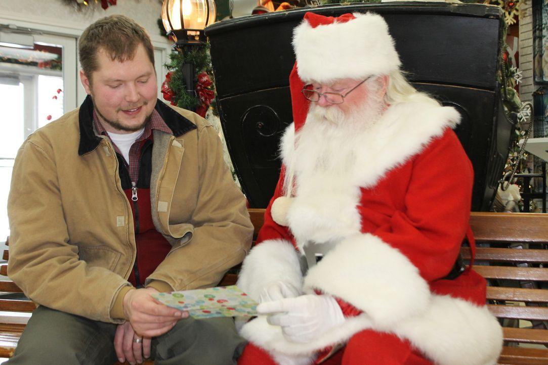 Wer hätte nicht gerne ein Haus in der Nähe des Weihnachtsmanns? - Bryce Ward (l.) ist dafür sogar bereit, bis zum Nordpol zu ziehen ... - Bildquelle: 2015, DIY Network/Scripps Networks, LLC. All Rights Reserved.